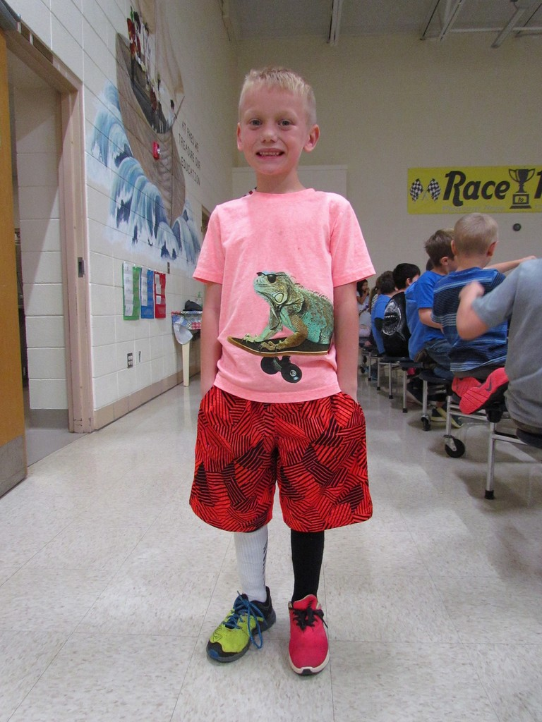 Having fun during Red Ribbon Week with mismatch wear!