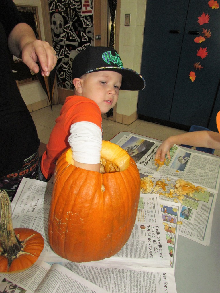Pumpkin carving in PM preschool!